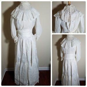 Dresses & Skirts - Vintage Wedding Dress 2 Piece Skirt Top With Veil